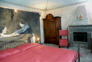 bedroom with the fresco of Zeffirelli's Romeo&Juliet